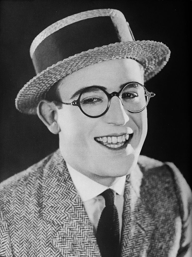 Harold_Lloyd_-_A_Pictorial_History_of_the_Silent_Screen